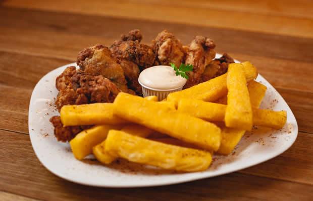 Coxinhas De Frango Crispy Com Polenta Frita + 2 Chopps 500 Ml  Ou 2 Refrigerantes Lata