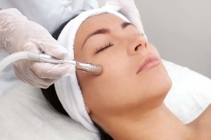 Limpeza De Pele Com Extração + Peeling + E Tratamento Ortomolecular