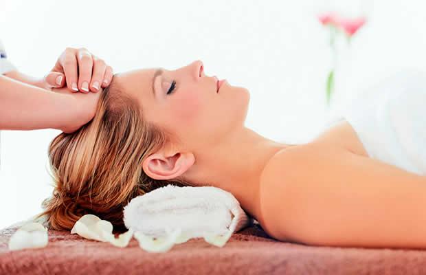 Uma Sessão De Massagem Relaxante + Reiki