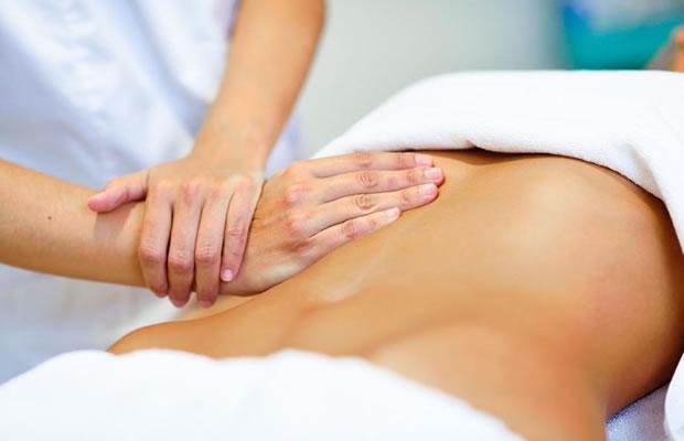 Uma Sessão De Massagem Relaxante Localizada